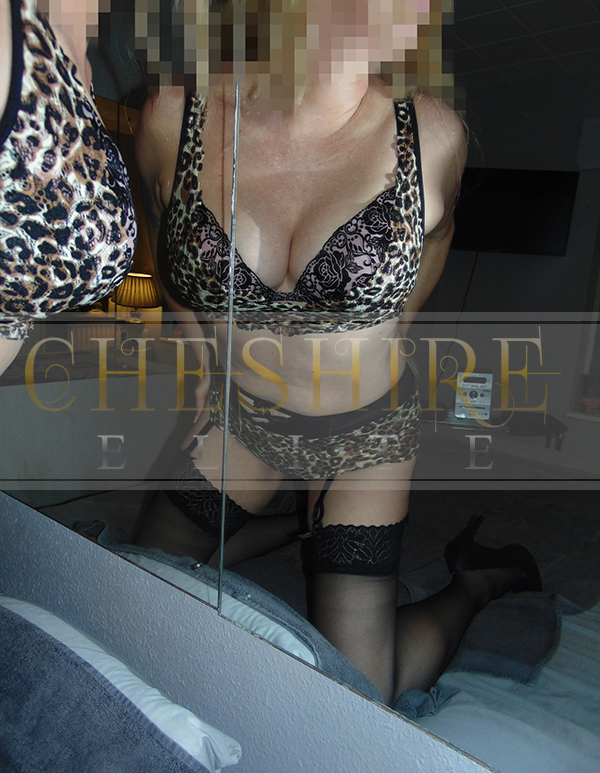 April, 35 - escort incalls in Cheshire / Crewe massage parlour!