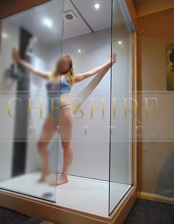 Victoria , 20 - escort incalls in Cheshire / Crewe massage parlour!