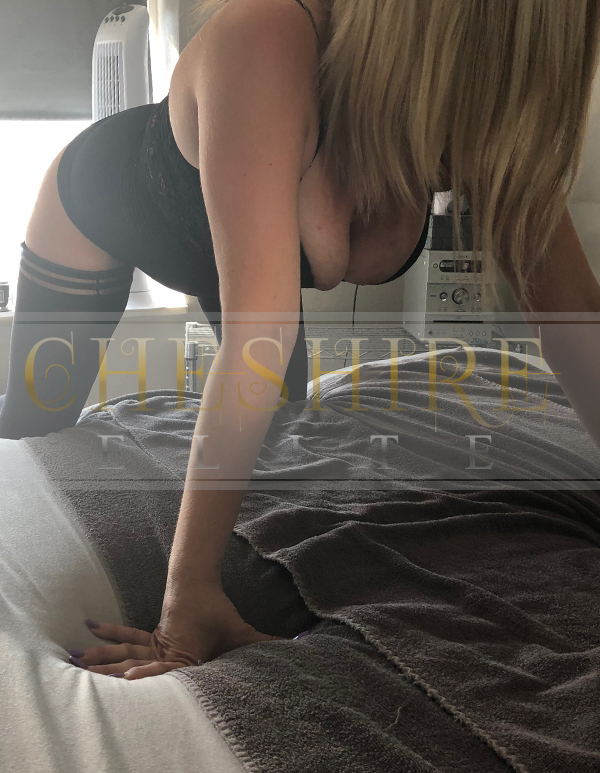 Courtney, 28 - escort incalls in Cheshire / Crewe massage parlour!